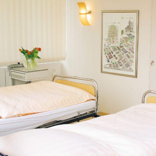 Beobachtungsraum mit Betten der Praxisklinik in Hannover