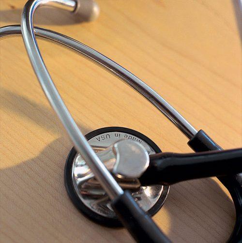 Stethoskop – elementares medizinisches Hilfsmittel zur Diagnose in unserer Praxisklinik